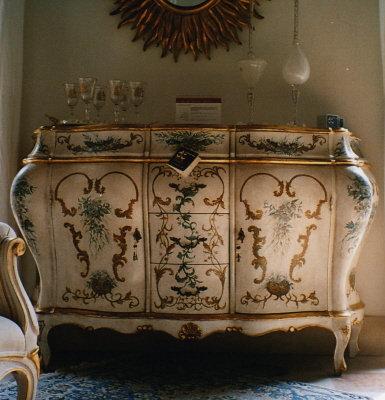 C g dipinti 2 credenza in stile 700 veneziano for Mobili stile veneziano